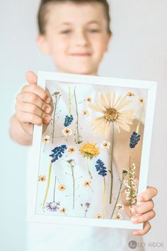 Mother& day craft ideas PRESS FLOWERS in 3 MINUTES is part of Pressed flowers diy Here are some Mother& day craft ideas you will love! Give her preserved FLOWER ART instead of fresh flowers This - Pot Mason Diy, Mason Jar Crafts, Mothers Day Crafts For Kids, Diy Crafts For Kids, Craft Ideas, 31 Ideas, Kids Diy, Art Floral, Floral Wall