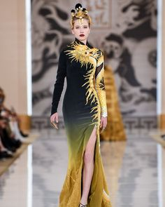 """Heaven Gaia, 2020 SS Paris Fashion Show with SWORDS. I have never wanted to unrealistically and impractically own a piece of couture so badly. Asian Fashion, High Fashion, Fashion Show, Fashion Outfits, Fashion Design, Fashion 2020, Paris Fashion, Runway Fashion, Fantasy Dress"