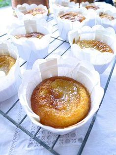 The whole family will love these yummy malva pudding cupcakes - perfect to serve after your Sunday lunch! Cupcake Recipes, Baking Recipes, Cupcake Cakes, Dessert Recipes, Cup Cakes, Baking Cupcakes, Kos, Pudding Cupcakes, Pudding Desserts