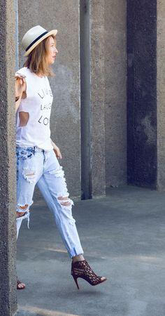 Ripped jeans and cute heels via @Nina Garcia #rippedjeans #tshirts #summerhats