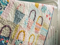 cute vintage-looking baskets quilt... with modern/retro, light and bold colored fabric... love it!