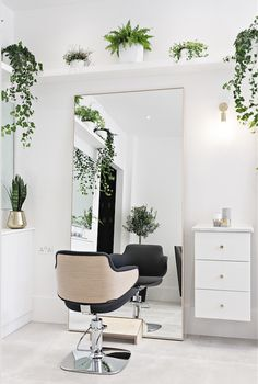 salon furniture and solutions Home Beauty Salon, Home Hair Salons, Hair Salon Interior, Beauty Salon Decor, Home Salon, Beauty Salon Design, Small Beauty Salon Ideas, Small Salon Designs, Nail Salon Design