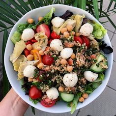 Looking for a delicious summery salad? @sayyestothefresh's fresh mozzarella salad is just the thing! Mozzarella Salad, Fresh Mozzarella, Slaw Dressing, Italian Cheese, Chilis, Summer Recipes, Lunches, Cobb Salad, Stew