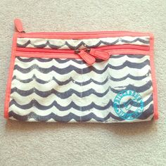 Billabong Beach Clutch Brand new. 2 pockets on the outside, one on the inside. Canvas fabric. Billabong Bags Clutches & Wristlets
