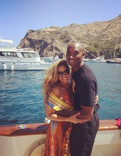Kobe Bryant and his wife Vanessa Bryant soaking up the sun! Kobe Bryant And Wife, Kobe Bryant Family, Kobe Bryant 8, Bryant Lakers, Nba Players, Basketball Players, Kobe Basketball, Vanessa Bryant, Natalia Bryant