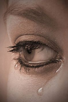 Scream Swear Cry but never give up. There is always hope,hold on & hang on,nothing lasts forever by Colorless Beauty Crying Eyes, Tears In Eyes, Crying Girl, Beautiful Eyes Pics, Beautiful Girl Image, Dark Art Drawings, Realistic Drawings, Eye Close Up, Eye Pictures