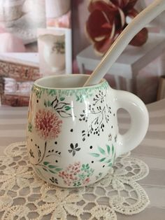 Pottery Painting, Ceramic Painting, Ceramic Art, China Clay, Diy And Crafts, Arts And Crafts, Cup Art, Coffee Design, China Painting