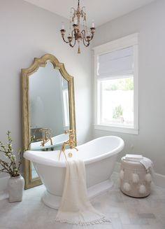 Room of the Week: Classic Master Bathroom with a Hint of Drama — Cobalt + Gold – Marble Bathroom Dreams Vintage Bathtub, Vintage Bathrooms, Bad Inspiration, Bathroom Inspiration, Bathroom Ideas, Bathroom Caddy, Bathroom Tubs, Rental Bathroom, Bathroom Canvas