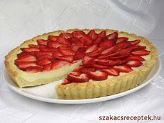 Finom sütemény omlós tésztából, mascarpone töltelékkel, és friss eperrel díszítve.