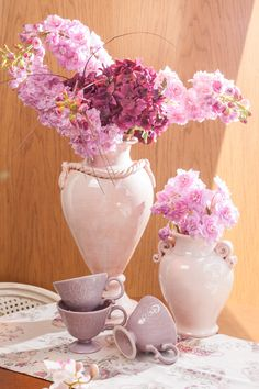 Greek shaped Rose-Vases will transform your home-sweet-home into an Atheneum!