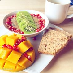 Love eating breakfast- anyway a very important meal - today my oatmix bowl / homemade bread / fresh mango #goodfood #goodmorning #fruit #frühstück #breakfast #bestoftheday #plantbased #plantstrong #picoftheday #photooftheday #italian #instafit #instagood #instafollow #instrunners #isilabellefood #vegan #vegansofig #veganfoodshare #fit #fitfam #fitspo #fitfood #fitgirl #hclf #healthy #highcarb #asicstrainingsquad #hclffitlife #cleaneating