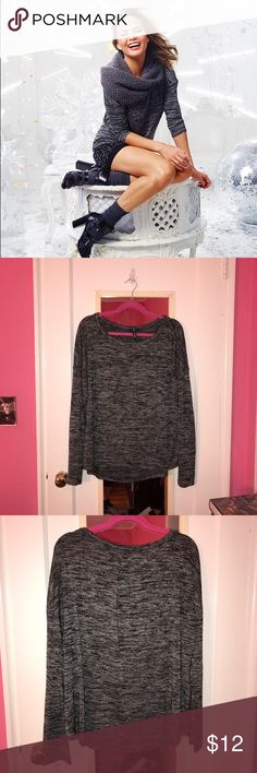 Marled Long-Sleeve shirt This is a used item that has been worn a lot but still has a lot of lift left. It can be worn for work or everyday. Awesome piece for fall and winter. GAP Tops Tees - Long Sleeve