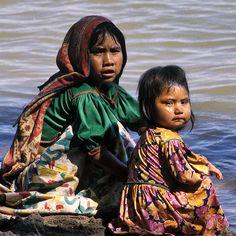 Mexico: huichole indian sisters Nayarit