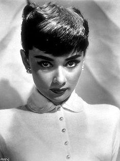 33-1 Audrey Hepburn C. 1952