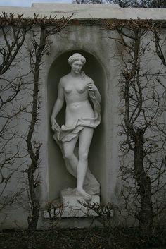 Statue at Galeri Belvedere