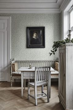 Karolina by Sandberg - Green /Cream - Wallpaper : Wallpaper Direct Hallway Wallpaper, Dining Room Wallpaper, Interior Wallpaper, Cream Wallpaper, Classic Wallpaper, Palace Garden, Image Originale, Interior Decorating, Interior Design