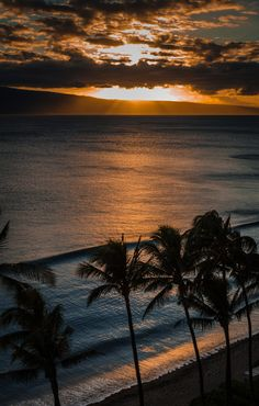 Maui Sunset by William Murphy, via 500px