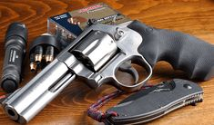 Smith & Wesson 686 barrel magnum they make a lady smith in a 357 as well~ 357 Magnum, Home Defense, Self Defense, Weapons Guns, Guns And Ammo, Smith Wesson, Cool Guns, Assault Rifle, Rifles