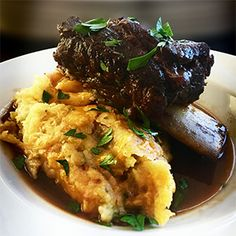 Braised Short Ribs // The fall-apart short ribs you've been dreaming of. Gluten Free Recipes, Beef Recipes, Celery Rib, Braised Short Ribs, Juicy Steak, Weekend Projects, Winter Recipes, Calorie Diet, Winter Food