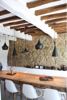 4_full mesa, lamparas, vigas, sillas