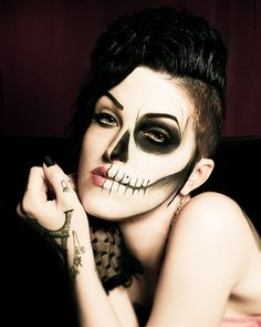 Awesome Skull Makeup by Brianne Tweddle