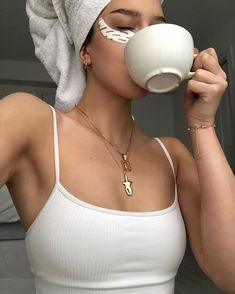 Do you consider it's necessary to use expensive skin maintenance … Classy Aesthetic, Beige Aesthetic, Aesthetic Photo, Aesthetic Girl, Aesthetic Pictures, Spring Aesthetic, Beauty Fotos, Sexy Fotografie, Mode Hipster