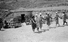 Αρχαία Ασίνη 1926 εργάτριες στην ανασκαφή, φωτογράφος Gösta Säflund. Good Old, Greece, Memories, Black And White, World, Style, Greece Country, Memoirs, Swag