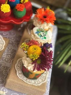 I had these amazing cupcakes made for my Birthday brunch. How gorg! Amazing Cupcakes, Fun Cupcakes, Frida Kahlo Birthday, Birthday Brunch, Table Decorations, Tableware, Home Decor, Cool Cupcakes, Birthday Lunch