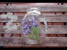 Decoupage a precise napkin or paper cutout 5 Min Crafts, Diy And Crafts, Bottle Art, Bottle Crafts, Glass Bottles, Glass Vase, Decoupage Tutorial, Ideas Decoupage, Stencil