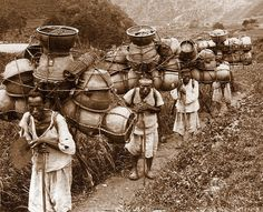 vintage everyday: Vintage Pictures of Daily Life in Korea from the Vintage Pictures, Old Pictures, Old Photos, Mountain Man, Korean Traditional, Traditional Art, Korean Pottery, Korean Peninsula, Indochine