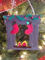 Can be made from popsicle sticks, foam or construction paper. Make fireplace shape. Bend green pipe cleaner and slide on pony beads for garland. Cut a couple pieces of brown pipe cleaner and glue on for logs. Add stockings and fire. Christmas Crafts For Toddlers, Preschool Christmas, Christmas Activities, Diy Christmas Ornaments, Xmas Crafts, Craft Stick Crafts, Christmas Projects, Handmade Christmas, All Things Christmas