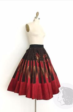 Rockabilly Clothing, Rockabilly Outfits, Mexican Skirts, 1950s Skirt, Striped Background, Antique Clothing, Printed Skirts, Metallic Gold, Red Black