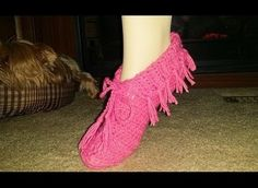 [Video Tutorial] Crochet For Beginners: Learn How To Crochet These Super Easy And Very Beautiful Moccasin Slippers
