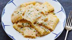 Paccheri med fire oster er den tradisjonelle måten å lage mac'n cheese på. Italian Soup Recipes, Italian Dishes, Gino's Italian, Italian Sauces, Four Cheese Pasta, Macaroni Cheese, Beef Dishes, Pasta Dishes, Cheese Recipes