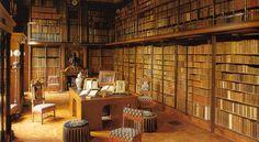 Bibliothèque, Chantilly, France