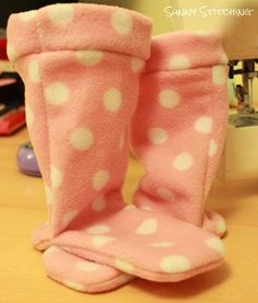 21 Fleece Patterns You Can Sew To Stay Warm This Winter – Coonhound Creative Concepts 21 Fleece Patterns You Can Sew To Stay Warm This Winter Fleece Socks Fleece Projects, Easy Sewing Projects, Sewing Hacks, Sewing Tutorials, Sewing Tips, Dress Tutorials, Sewing Ideas, Sewing Crafts, Fleece Patterns