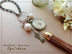 画像1: 時計と鍵のタッセルバッグチャーム