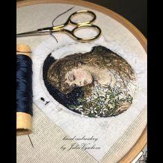 Романтичный образ девушки с жасмином 🌿🌿🌿 #ручнаявышивка #вышивка #juliavysokova #вышивкагладью #art #художественнаявышивка #artembroidery… Portrait Embroidery, Embroidery Art, Embroidery Patterns, Cross Art, Thread Painting, Brooches Handmade, Beaded Brooch, Bead Art, Fabric Flowers