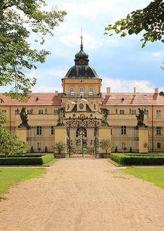 ZÁMEK HOŘOVICE Baroque Architecture, Beautiful Architecture, Prague, Germany Castles, Fairytale Castle, Europe Photos, European Countries, Czech Republic, Poland
