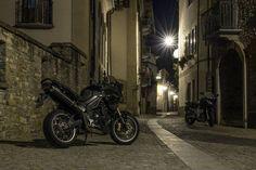 Triumph Tiger 1050 und Yamaha FZ6 Fazer  Http://lumenatic.com  #triumph #tiger #motorbike #motorcycle #motorrad #yamaha #fz6 #fazer #italy