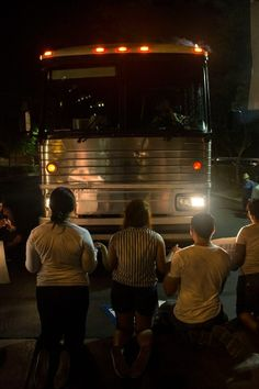 "17 Powerful Images Of ""Dreamers"" Blocking A Bus To Stop The Deportation Of Undocumented Immigrants"