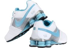 NIKE Shox Deliver Women 317549 142    White / Powder Blue-Metallic Silver-Black    Advanced cushioning and tread technology come together in a breathable, lightweight design in the Nike Shox Deliver Women's Shoe, a sleek, athletic profile that provides maximum comfort for all-day function.  Perforated leather upper for comfort  Nike Shox columns for responsive cushioning  Extended rubber outsole for traction and durability