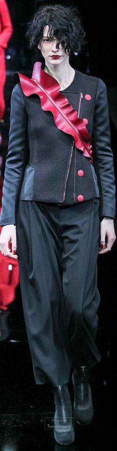 Fall 2015 Ready-to-Wear Emporio Armani Armani 2015, Emporia Armani, Armani Collection, Fashion Silhouette, Fashion Forecasting, Italian Fashion, Italian Style, New Fashion Trends, Glamour