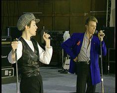 """Watch David Bowie & Annie Lennox in Rehearsal, Singing """"Under Pressure,"""" with Queen (1992)"""