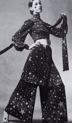 Walter Albini 1968 star print tunic dress and pants wide leg boho late early vintage style dramatic glam rock n roll rocker looks vintage fashion 70s Fashion, Trendy Fashion, Vintage Fashion, Lolita Fashion, Fashion Boots, Style Fashion, Fashion Dresses, 70s Glam Rock, Vintage Dresses