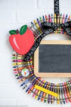 Crayon Wreath DIY Chalkboard Crayon Wreath - a great teacher gift to celebrate the beginning of a new school year!DIY Chalkboard Crayon Wreath - a great teacher gift to celebrate the beginning of a new school year! Teacher Graduation Gifts, Back To School Gifts For Teachers, Cute Teacher Gifts, Teacher Gift Baskets, Teacher Birthday Gifts, Teacher Christmas Gifts, Teacher Appreciation Gifts, School Teacher, Diy Gifts For Teachers