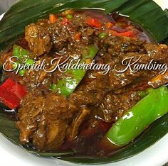 This special kalderetang kambing is marinated and so tasty. Want to know how to cook kaldereta na kambing without the smelly after taste? What are the tried and tested of cooking kambing without the smelly meat? Read on to discover the secret recipe. Goat Recipes, Lunch Recipes, Beef Recipes, Cooking Recipes, Healthy Recipes, Healthy Baking, Filipino Recipes, Asian Recipes, Filipino Food