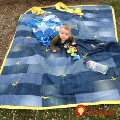 Repurposing old jeans is an easy task and the results are fascinating & many people like it. Checkout these 18 DIY jeans uses in the garden & get creative. Diy Jeans, Recycle Jeans, Quilting Projects, Sewing Projects, Vinyl Tablecloth, Tablecloths, Blue Quilts, Denim Quilts, Picnic Quilt