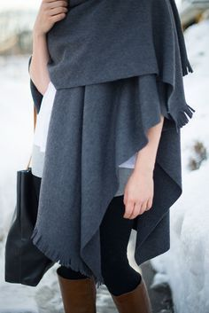 No sewing required to make this cozy, stylish winter cape ~ Stupid easy!!!