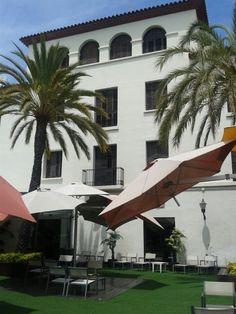 El Castell Hotel en Sant Boi de Llobregat, Cataluña Marina Bay Sands, Great Places, Four Square, Barcelona, Building, Travel, Boiler, Bass, Viajes